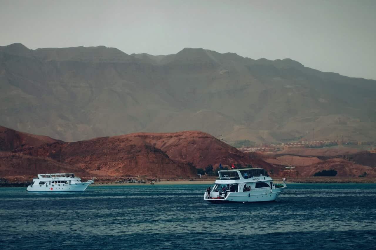 Península de Sinaí, terra santa e ponto de fronteiras de Egito