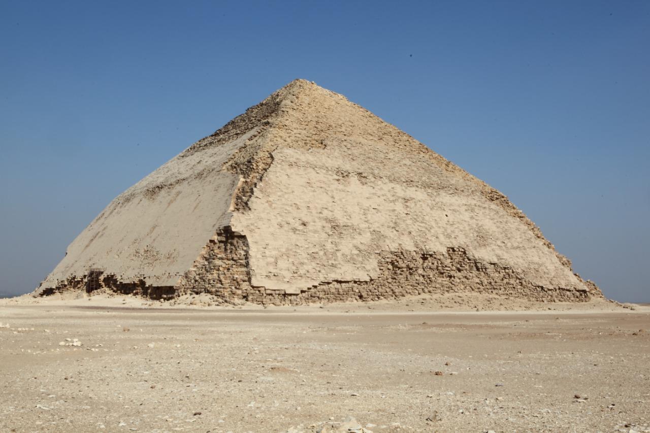 A Pirâmide Vermelha de Dahshur, é o primeiro exemplo perfeito duma pirâmide no Egito
